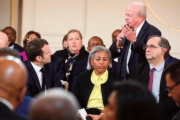Grand débat : Macron face aux élus ultramarins